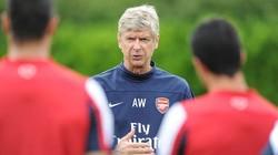"""Trước khi sang Việt Nam, Arsenal tính """"trói chân"""" HLV Wenger"""