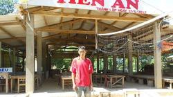 Anh nông dân xây chợ cho thôn