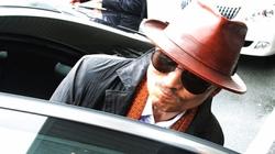 Mafia Nhật Bản xuất bản báo để đăng...thơ