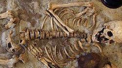 """Hàng loạt mộ """"ma cà rồng"""" được khai phá ở Ba Lan"""