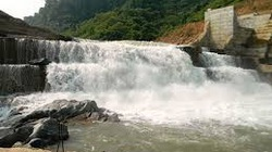 Thủy điện Đăk Đrinh chuẩn bị tích nước: 120 chiến sĩ giúp dân di dời nhà