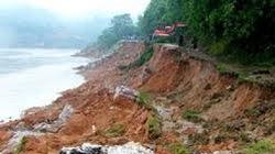 Mưa lớn gây sạt lở khắp TP.Hạ Long