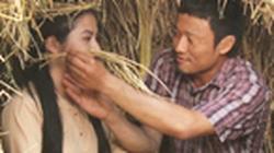 Bắt gặp Vân Trang tình tứ trai làng bên lụm rơm