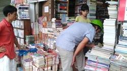 Siết ngân quỹ, phụ huynh tìm sách giáo khoa cũ