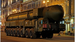 """Tên lửa Topol-M: """"Mũi thương"""" vô địch của quân đội Nga"""