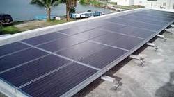 Lắp thiết bị dùng  năng lượng mặt trời  cho nông dân