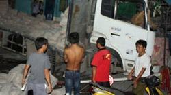 Ô tô đâm tàu hỏa, lái tàu bị thương nặng