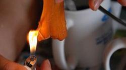 TP.HCM: Phát hiện thịt bò kéo dãn như cao su, đốt cháy dễ dàng