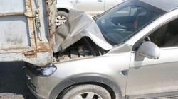 Xế sang bẹp đầu, bẹp đuôi sau tai nạn liên hoàn trên cầu Thanh Trì