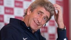 """Pellegrini cuống cuồng """"vá"""" hàng thủ Man City"""