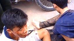 Giật iPhone của thiếu nữ, hai tên cướp bị hàng chục người dân vây bắt