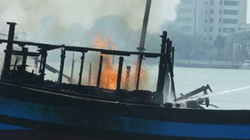 Cháy thuyền trên sông Hương, hàng trăm khách hoảng loạn