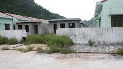 Đưa dân đến khu tái định cư đang bỏ hoang