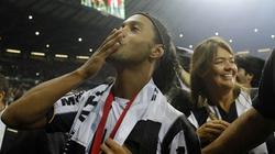 """Ronaldinho thổ lộ về lần đầu tiên làm """"chuyện ấy"""""""