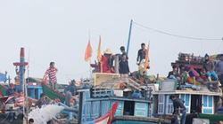 Hàng chục tàu cá vây kín tàu cổ, tranh giành tìm kiếm cổ vật