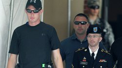 Tung tài liệu mật của nước Mỹ, lĩnh 35 năm tù