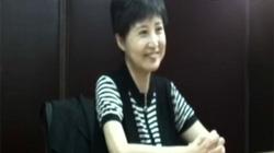 Vụ Bạc Hy Lai: Chồng hầu tòa, vợ cười tươi