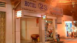 Nữ nhân viên đồng tính chết trong khách sạn với nhiều vết đâm và cắn