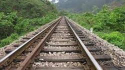 Bất cẩn băng qua đường sắt, một công nhân bị tàu cán tử vong