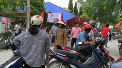 Hàng trăm người bao vây đòi nhà máy ngừng hoạt động