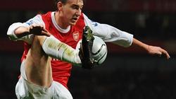 Bendtner nổi điên vì bị Arsenal giữ lại