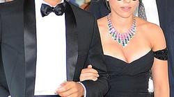 """""""Đào đẹp"""" Scarlett Johansson đính hôn với nhà báo"""