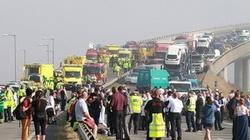 Anh: Hơn 100 ô tô đâm nhau liên hoàn trên cầu