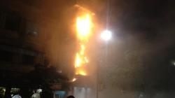 Clip: Nhà hát Múa rối Thăng Long cháy, lửa rực trời