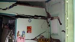 TP.HCM: Nhà 2 tầng rung chuyển rồi đổ sập, 6 nhà khác nứt toác