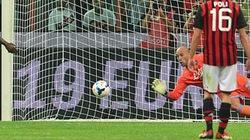 "Reina khiến ""Ông Vua penalty"" Balotelli khóc hận"