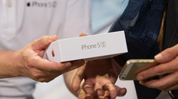 SỐC: Apple bán hết số iPhone 5S dự trữ