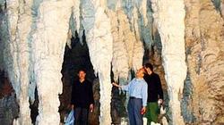 Vách đá cao nguyên Đồng Văn và những hình khắc huyền bí