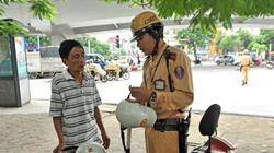 Ngày đầu xử phạt: Nhiều người mơ hồ về mũ bảo hiểm chuẩn