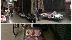Hà Nội: Bà cụ hấp hối bị con cháu khiêng bỏ ngoài trời mưa