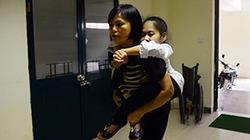 Nữ sinh 'xương thủy tinh' đi thi đại học bằng đôi chân của bố mẹ