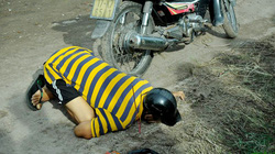 Phát hiện người đàn ông tử vong trong tư thế quỳ gối, úp mặt xuống đất
