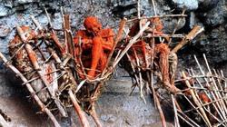 Kỳ lạ bộ lạc ướp xác chết bằng cách... hun khói