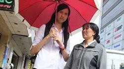 Nữ sinh cao 1,92 m khiến mọi người xôn xao ngước nhìn