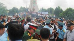 Nghìn người rơi lệ đón sĩ quan tử nạn vụ trực thăng rơi về đất mẹ