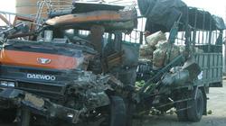 Đêm tối, trời mưa, xe khách đấu đầu xe tải làm 1 người chết, 8 người bị thương