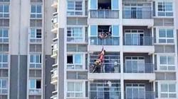 Nhảy lầu tầng 12 tự tử, được chủ nhà tầng dưới tóm chân cứu