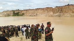 Hiện trường: 300 người trục vớt trực thăng quân sự rơi ở Campuchia