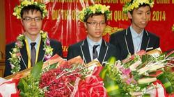 Chùm ảnh nóng từ Nội Bài: Đoàn học sinh thi Olympic Toán vẻ vang về nước
