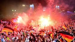 Chùm ảnh biển người mừng chức vô địch của ĐT Đức