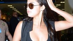 """Selena Gomez liên tục """"quên"""" nội y, khoe vòng một nảy nở đột xuất"""