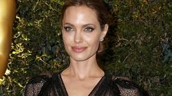 Sợ Brad Pitt chán, Angelina Jolie chi hàng trăm triệu căng cơ mặt