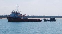 Đà Nẵng: Lai dắt tàu cùng 7 ngư dân bị nạn vào bờ tránh bão an toàn