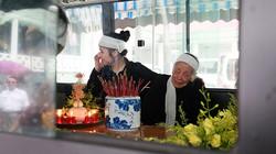 Người vợ 90 tuổi của nhà văn Tô Hoài lặng lẽ khóc trong lễ viếng chồng