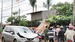 Chủ nhà dùng ô tô truy đuổi, tông thẳng vào 2 kẻ trộm vàng