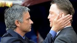 """Mourinho ca ngợi Van Gaal: Thật lòng hay… """"khen đểu""""?"""